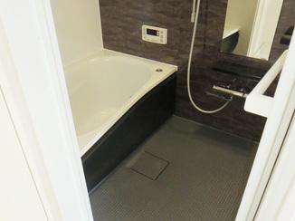 バスルームリフォーム 入居者様も嬉しい!黒を基調としたスタイリッシュなバスルーム